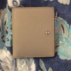 🌸Tory Burch taupe saffiano wallet 👛